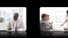 Hand die door een montering van video's glijden die bedrijfsmensen tonen stock footage