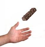 Hand die een chocoladereep vangen Stock Afbeeldingen