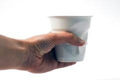 Hand die een glas verpletteren Royalty-vrije Stock Foto's