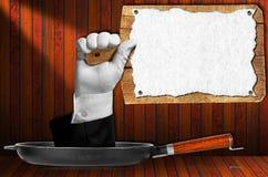 Hand die een Houten Scherpe Raad houden Stock Fotografie