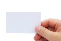 Hand die een leeg adreskaartje houden Stock Foto's