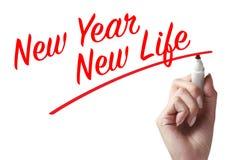 Hand die een pen houden en het nieuwe jaar nieuwe leven schrijven Royalty-vrije Stock Fotografie