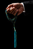 Hand die een Tasbih houden Stock Afbeeldingen