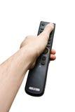 Hand, die ein altes Fernsehfernsteuerungs getrennt anhält lizenzfreie stockfotos