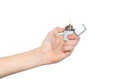 Hand, die ein Feuerzeug anhält Lizenzfreie Stockbilder