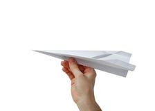 Hand, die ein Papierflugzeug anhält Stockfoto