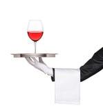 Hand, die ein Tellersegment mit einem Glas anhält Stockfotos
