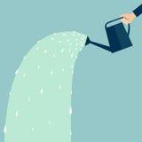 Hand, die eine Bewässerungsdose anhält Lizenzfreie Stockfotografie