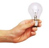 Hand, die eine Glühlampe anhält Stockfotografie