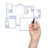 Hand, die eine Hauslichtpause zeichnet Stockbild