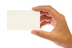 Hand, die eine leere Visitenkarte anhält Stockfotos