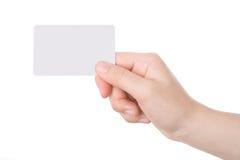 Hand, die eine Visitenkarte anhält Lizenzfreie Stockfotografie