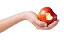 Hand, die einen Apfel anhält Lizenzfreies Stockbild
