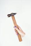 Hand, die einen Hammer hält Lizenzfreie Stockfotografie