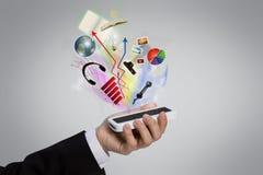 Hand, die einen Handy anhält Lizenzfreie Stockfotos
