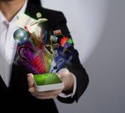Hand, die einen Handy anhält Stockfotografie
