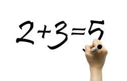 Hand, die einfache Matheformel schreibt Stockfotos