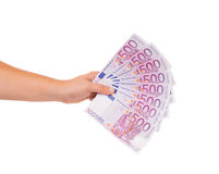 Hand, die fünfhundert Eurorechnungen hält Stockfotos