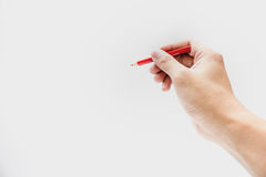 Hand, die Farbbleistift in lokalisiertem Hintergrund hält Lizenzfreies Stockbild