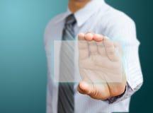 Hand die futuristisch adreskaartje houden Stock Foto