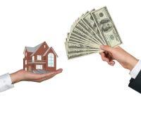 Hand die geld voor huisvesting geeft Royalty-vrije Stock Foto