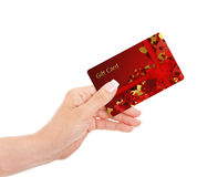 Hand, die Geschenkkarte lokalisiert über Weiß hält Lizenzfreie Stockbilder