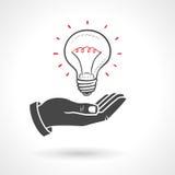 Hand, die Glühlampe-Ideen-Konzept gibt Stockbild