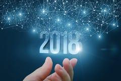 Hand, die 2018 hält Stockfoto