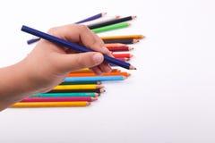 Hand, die hölzerne Farbe hält Lizenzfreie Stockfotografie