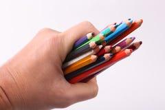 Hand, die hölzerne Farbe hält Stockbilder