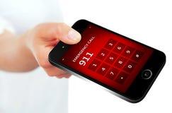 Hand, die Handy mit Notrufnummer 911 hält Lizenzfreie Stockbilder