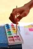 Hand die het penseel houden royalty-vrije stock foto