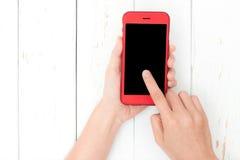 Hand die het telefoon zwarte scherm op hoogste mening met behulp van Stock Afbeeldingen