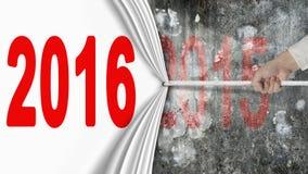 Hand die het witte gordijn die van 2016 trekken de donkerrode muur van 2015 behandelen Royalty-vrije Stock Fotografie