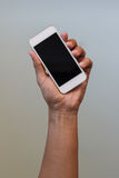 Hand, die intelligentes Telefon anhält Lizenzfreie Stockfotos