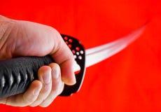 Hand, die japanische Klinge anhält Lizenzfreies Stockfoto