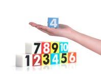 Hand die kleurrijke plastic aantallen op witte achtergrond, No1 houden Royalty-vrije Stock Afbeelding