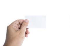 Hand, die leeres weißes namecard hält Stockfoto