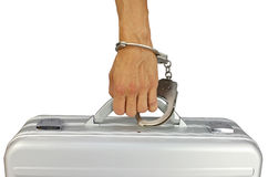 Hand die met handcuffs aan aktentas wordt vastgemaakt Stock Foto