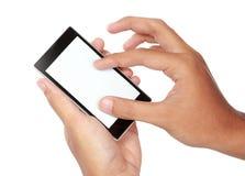Hand die mobiele slimme telefoon met het lege scherm houdt royalty-vrije stock foto's