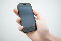 Hand die mobiele telefoon houden Royalty-vrije Stock Foto