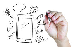 Hand die mobiele telefoon met sociaal media concept trekken Royalty-vrije Stock Foto's