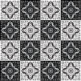 Hand die naadloos patroon voor tegel in zwart-witte kleuren trekken Stock Foto