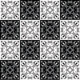 Hand die naadloos patroon voor tegel in zwart-witte kleuren trekken Stock Foto's