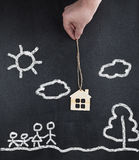 Hand die nieuw huis voor familie houden - concept Royalty-vrije Stock Afbeelding