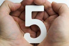 Hand, die Nr. fünf hält Lizenzfreie Stockfotos