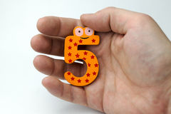 Hand, die Nr. fünf hält Stockfotografie