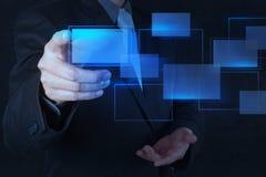 Hand die op een interface van het aanrakingsscherm duwen stock afbeelding