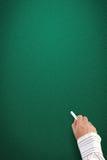 Hand die op leeg bord schrijft royalty-vrije stock afbeeldingen