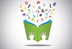 Hand die open boek met vliegend alfabettenn vraagteken houden Stock Afbeeldingen